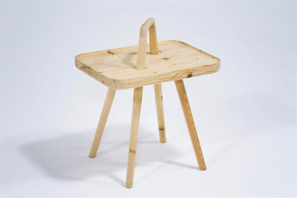 凳腿连接处的榫卯结构